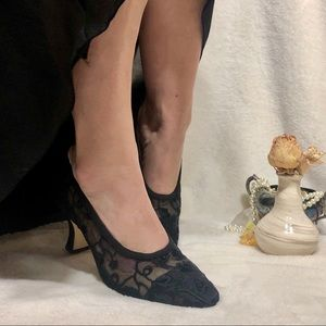 Floral Lace Patterned Fabric vintage kitten heels